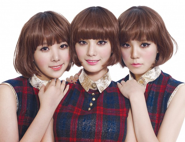 Tags: K-Pop, After School, Orange Caramel, Shanghai Romance, Raina, Nana, Lizzy, Make Up, Wig, Nail Polish, Hand On Shoulder