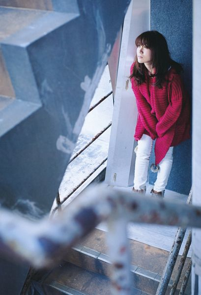 Tags: J-Pop, AKB48, Oshima Yuko, Sweater, Pants, Wall, White Pants, Full Body, Looking Up, Leaning On Wall, Stairs, Shoes