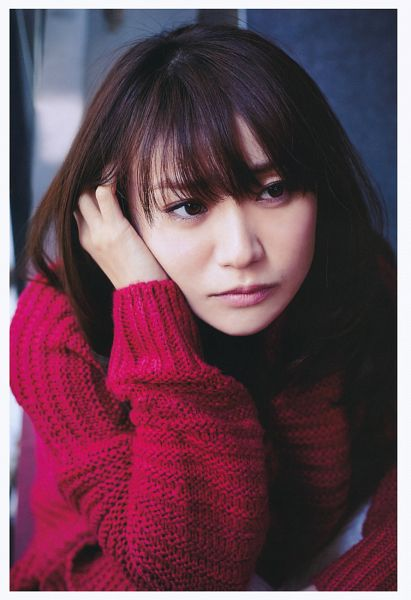 Tags: J-Pop, AKB48, Oshima Yuko, Sweater, Looking Away, Red Shirt, Close Up, Hand In Hair, Android/iPhone Wallpaper