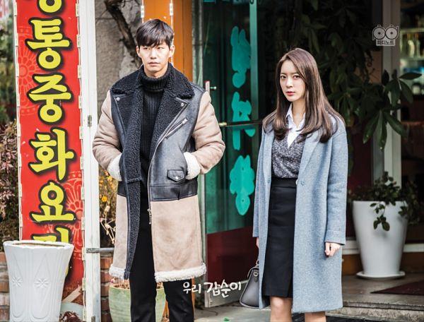 Tags: K-Drama, K-Pop, Dal Shabet, Ah Young, Song Jae-rim, Coat, Black Shirt, Short Hair, Sweater, Skirt, Duo, Black Skirt