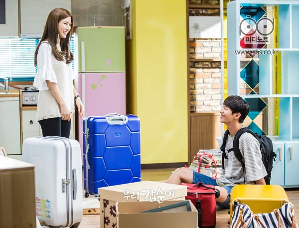 Tags: K-Drama, Kim So-eun, Song Jae-rim, Duo, Looking At Another, Fridge, Suitcase, Kitchen, Table, Bag, Sitting On Ground, Our Gap-soon