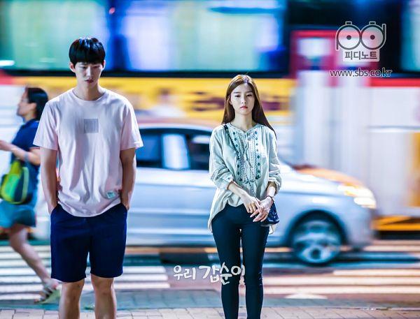 Tags: K-Drama, Kim So-eun, Song Jae-rim, Bag, Car, Duo, Walking, Angry, Sad, Our Gap-soon
