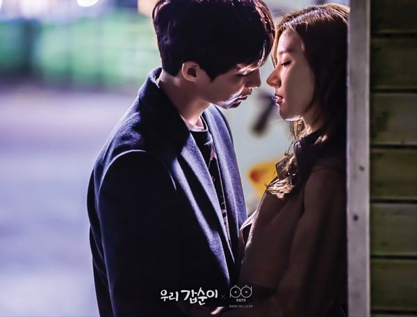 Tags: K-Drama, Kim So-eun, Song Jae-rim, Leaning On Wall, Coat, Almost Kiss, Looking At Another, Leaning Back, Our Gap-soon