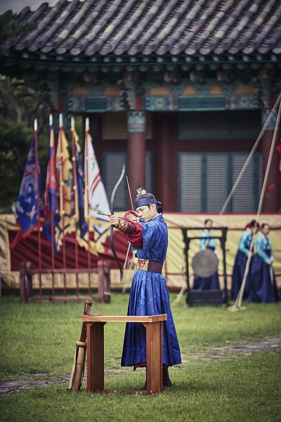Tags: K-Drama, Park Bo-gum, Flag, Traditional Clothes, Palace, Arrow, Korean Clothes, Archery, Belt, Bow (Weapon), Hairband, Weapons