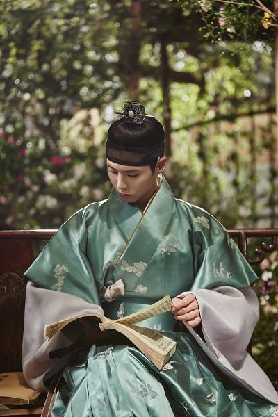 Tags: K-Drama, Park Bo-gum, Reading, Korean Clothes, Plant, Single Bun, Open Book, Book, Hair Buns, Green Outfit, Hair Up, Traditional Clothes