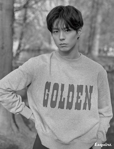 Tags: K-Drama, Park Bo-gum, Monochrome, Text: Magazine Name, Sweater, Blunt Bangs, Hand On Hip, Esquire Magazine