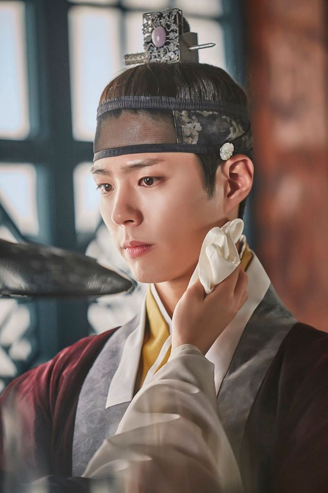 Tags: K-Drama, Park Bo-gum, Single Bun, Hair Buns, Hair Up, Traditional Clothes, Korean Clothes, Moonlight Drawn by Clouds