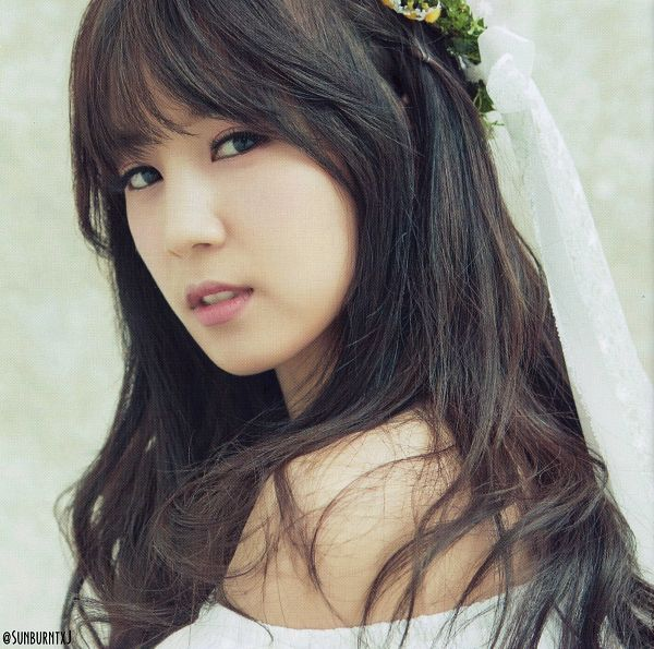 Tags: K-Pop, Apink, No No No, Park Cho-rong, Veil, Close Up, Light Background, White Background, Flower Crown, Bare Shoulders