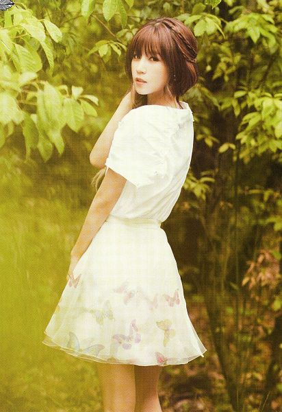 Tags: K-Pop, Apink, Park Cho-rong, White Outfit, Serious, Plant, Looking Back, Braids, White Dress, Single Braid, Tree, Scan