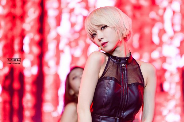 Tags: K-Pop, AOA (Ace Of Angels), Park Choa, Leather Shirt, Looking Up, Sleeveless Shirt, Bare Shoulders, Red Background, Sleeveless, 900304.Com