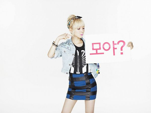 Tags: K-Pop, AOA (Ace Of Angels), Park Choa, Light Background, White Background, Korean Text