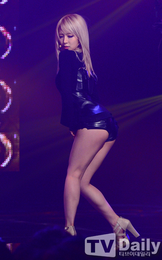 Tags: K-Pop, AOA (Ace Of Angels), Park Choa, Shoes, White Footwear, Suggestive, Dark Background, Leather Shorts, Bend Over, Bare Legs, Looking Down, Leather Shirt