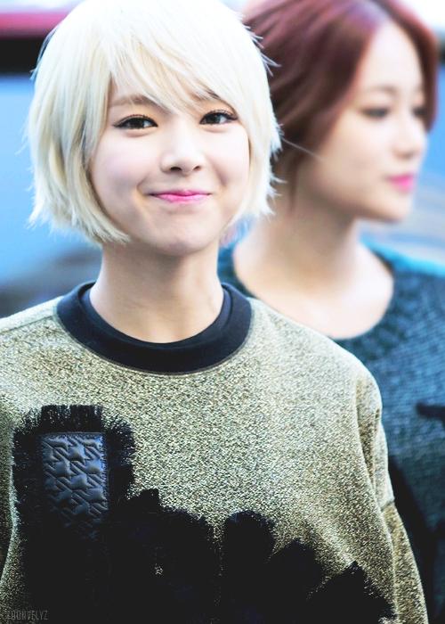 Tags: K-Pop, AOA (Ace Of Angels), Park Choa, Green Shirt, Outdoors, Sweater