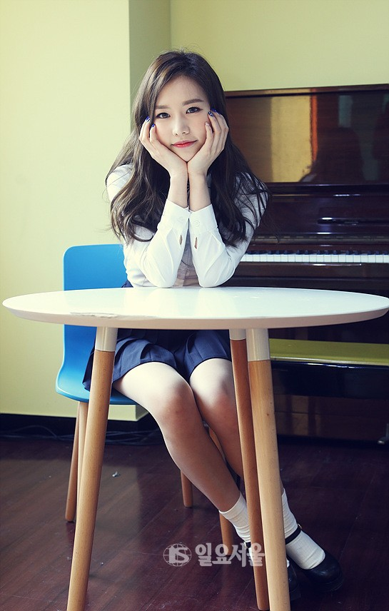 Tags: K-Pop, Bloomy, Park Geon-young, Pleated Skirt, Black Skirt, Musical Instrument, Hand On Cheek, Hand On Head, Skirt, Piano
