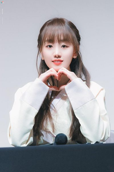 Tags: K-Pop, Park Haeyoon, Gray Background, Hanbok, Traditional Clothes, Heart Gesture, Korean Clothes