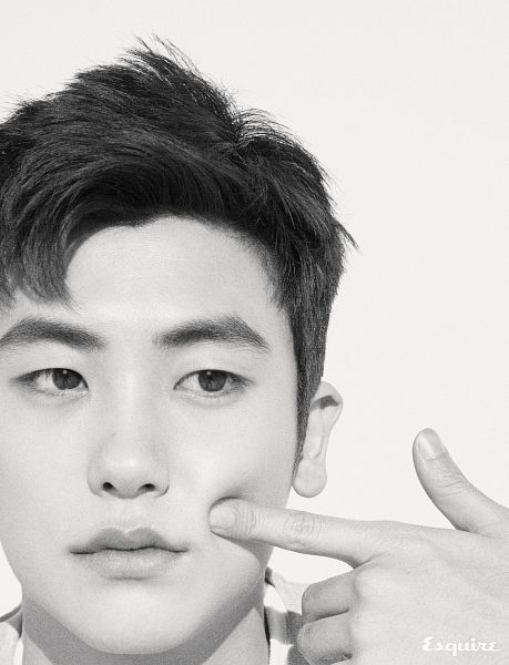 Tags: K-Pop, ZE:A, Park Hyungsik, Looking Away, Monochrome, Close Up, Light Background, Finger To Cheek, White Background, Text: Magazine Name, Esquire Magazine
