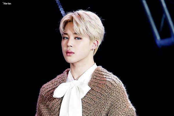 Tags: K-Pop, BTS, Park Jimin, Dark Background, White Neckwear, White Bow, Black Background, Stage, Brown Shirt, Contact Lenses, Sweater, Bow