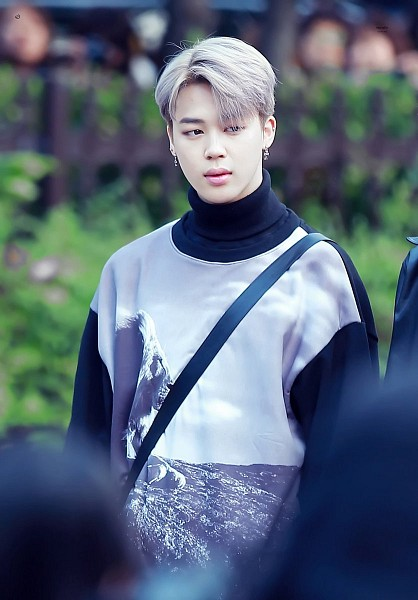 Tags: K-Pop, BTS, Park Jimin, Gray Hair, Sweater, Turtleneck, Collar (Clothes), Airport