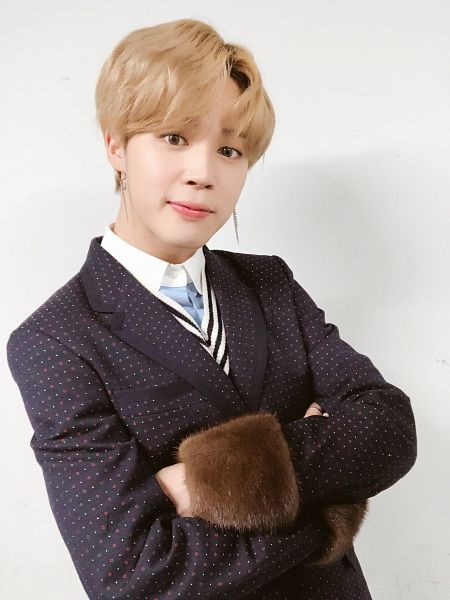 Tags: K-Pop, BTS, Park Jimin, Collar (Clothes), Spotted, Gray Background, Shadow, Fur, Crossed Arms, Fur Trim, Twitter