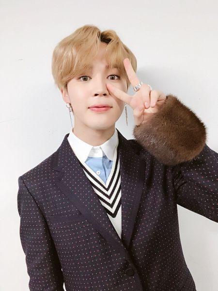 Tags: K-Pop, BTS, Park Jimin, Gray Background, Shadow, Fur, Ring, Fur Trim, Collar (Clothes), V Gesture, Spotted, Twitter
