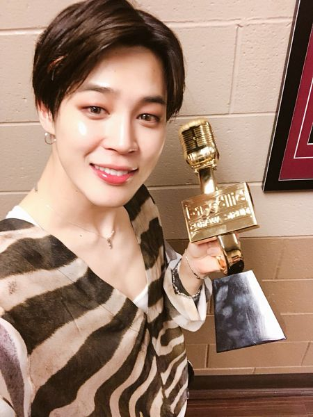 Tags: K-Pop, BTS, Park Jimin, Striped Shirt, Bracelet, Striped, Holding Object, Close Up, Grin, Necklace, Trophy, Billboard Music Awards