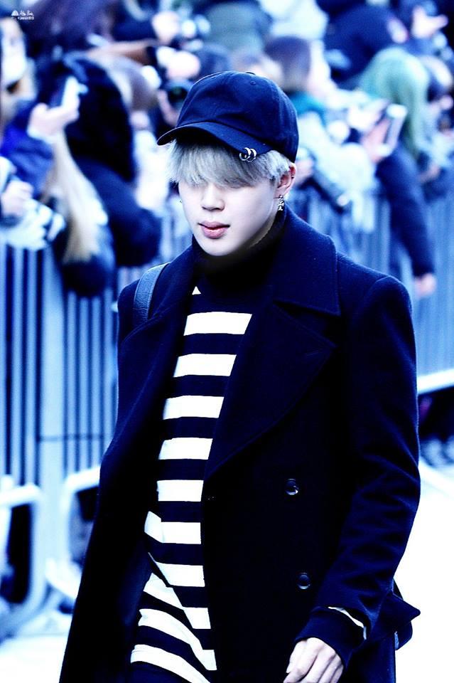 Tags: K-Pop, BTS, Park Jimin, Walking, Covering Eyes, Collar (Clothes), Coat, Black Outerwear, Hat, Turtleneck, Striped, Striped Shirt