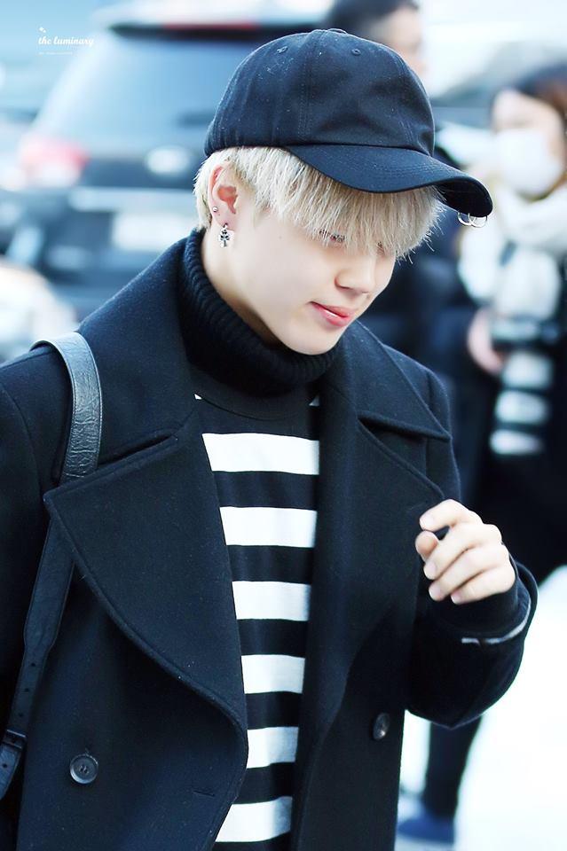 Tags: K-Pop, BTS, Park Jimin, Coat, Black Outerwear, Hat, Turtleneck, Striped, Striped Shirt, Black Headwear, Walking, Covering Eyes
