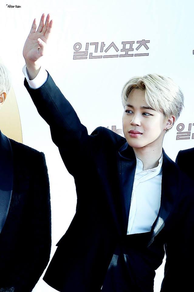 Tags: K-Pop, BTS, Park Jimin, White Hair, Wave, One Arm Up, Contact Lenses, Black Outerwear, Black Jacket, Red Carpet