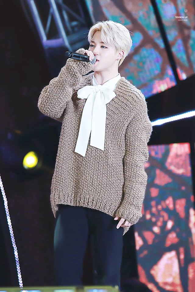 Tags: K-Pop, BTS, Park Jimin, White Bow, Stage, Brown Shirt, Contact Lenses, Sweater, Bow, Singing, White Neckwear