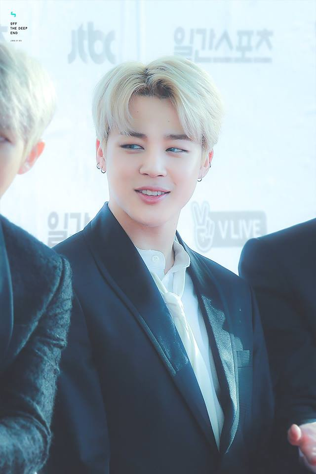 Tags: K-Pop, BTS, Park Jimin, Black Outerwear, Black Jacket, Red Carpet, Blonde Hair, Looking Away, Contact Lenses