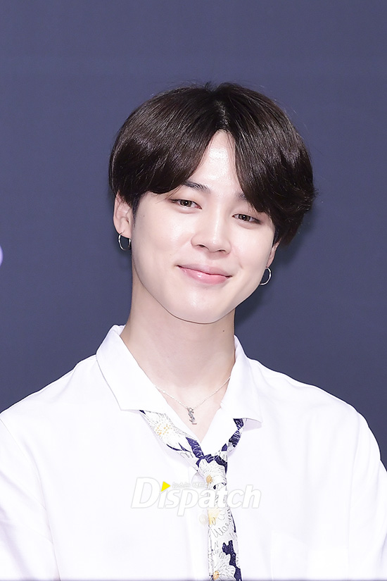 Tags: K-Pop, Bangtan Boys, Park Jimin, Earrings, Head Tilt, Blue Background, Tie, Dark Background, Close Up, Collar (Clothes), Necklace, Closed Mouth