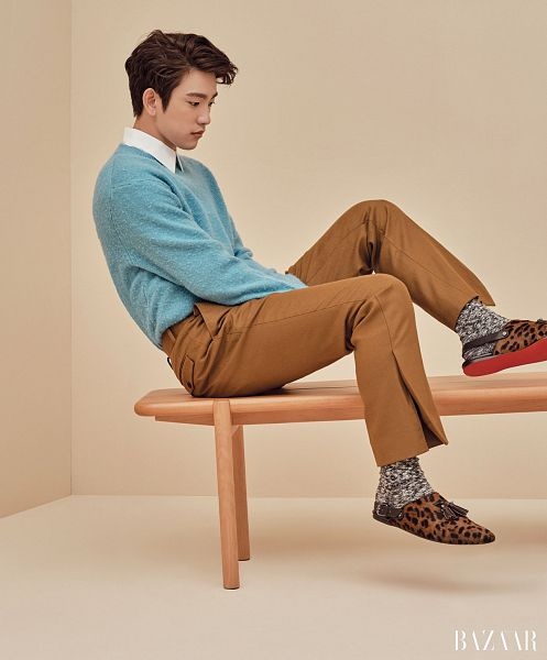 Tags: K-Pop, Got7, Park Jinyoung (Junior), Blue Shirt, Serious, Slippers, Brown Pants, Shoes, Brown Background, Harper's Bazaar, Magazine Scan