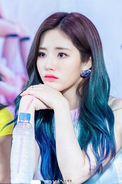 Tags: K-Pop, fromis 9, Park Jiwon, Looking Ahead, Chin In Hand, Bottle, Blue Hair, Straw, Make Up, Wavy Hair, Blue Eyes, Blue Shirt