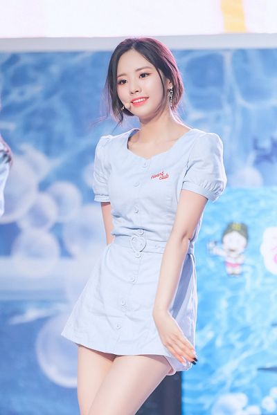 Tags: K-Pop, fromis 9, Park Jiwon, Blue Dress, Hair Up, Nail Polish, Ponytail, Buttons, Blue Outfit, Make Up, Looking Ahead