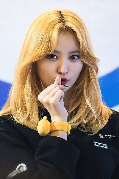 Tags: K-Pop, EXID, Park Junghwa, Black Jacket, Bracelet, Nail Polish, Light Background, Make Up, White Background, Pouting, Ring, Heart Gesture