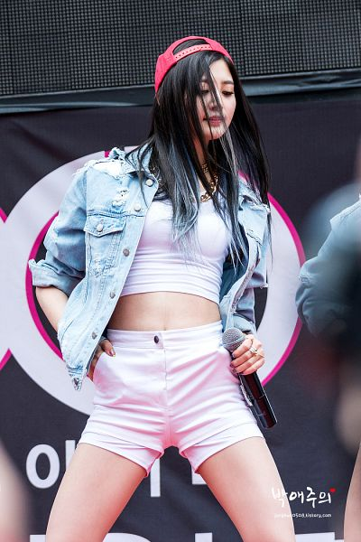 Tags: K-Pop, EXID, Park Junghwa, Dark Background, Hand On Hip, Nail Polish, Bare Legs, Shorts, Looking Down, Midriff, White Shorts, Necklace