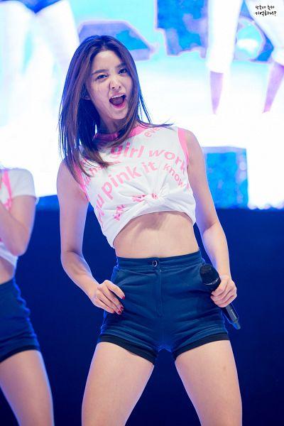 Tags: K-Pop, EXID, Park Junghwa, Blue Background, Sleeveless Shirt, Shorts, Nail Polish, Korean Text, Midriff, Bare Shoulders, Make Up, English Text