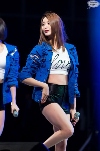 Tags: K-Pop, EXID, Hani, Park Junghwa, Shorts, Dark Background, Bare Legs, Nail Polish, Walking, Standing On One Leg, Make Up, Blue Outerwear