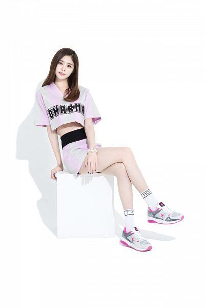 Tags: K-Pop, EXID, Park Junghwa, White Legwear, Bracelet, Make Up, Midriff, Nail Polish, Skirt, White Footwear, Light Background, Hand On Leg