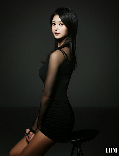 Tags: K-Pop, EXID, Park Junghwa, Ring, Black Background, Black Dress, Text: Magazine Name, Dark Background, Black Outfit, Pantyhose, Magazine Scan, Android/iPhone Wallpaper