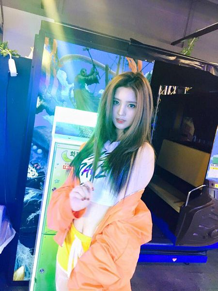 Tags: K-Pop, EXID, Park Junghwa, Bare Shoulders, Indoors, Bare Legs, Orange Outerwear, Nail Polish, Midriff, Yellow Shorts, Red Lips, Videogames