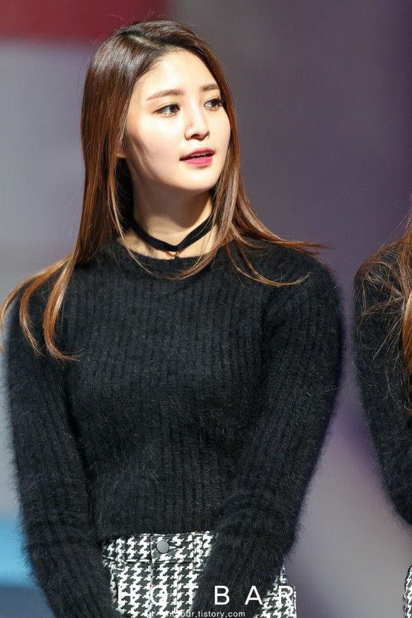 Tags: K-Pop, EXID, Park Junghwa, Necklace, White Skirt, Skirt, Looking Away, Sweater, Hotbar