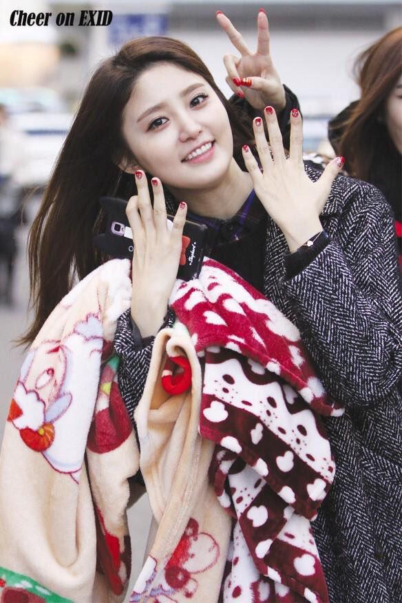 Tags: K-Pop, EXID, Park Junghwa, Nail Polish, Checkered, V Gesture, Checkered Shirt, Make Up, Gray Outerwear, Smartphone, Gray Jacket, Blue Shirt