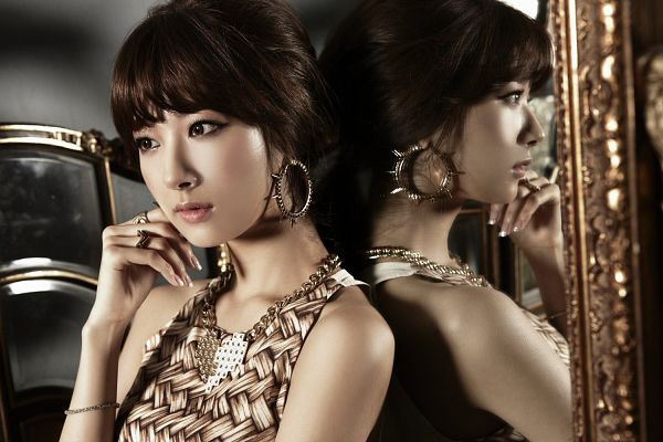 Tags: K-Pop, Nine Muses, Park Minha, Mirror, Reflection, Glass, Wallpaper