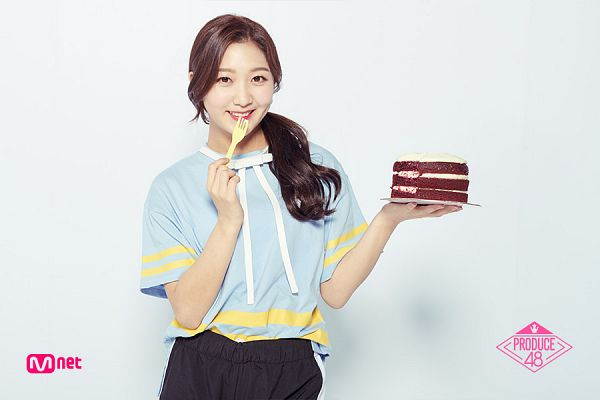 Tags: Television Show, K-Pop, Park Minji, White Neckwear, Short Sleeves, Sweets, Close Up, Blue Shirt, Ponytail, White Footwear, Shorts, Black Shorts