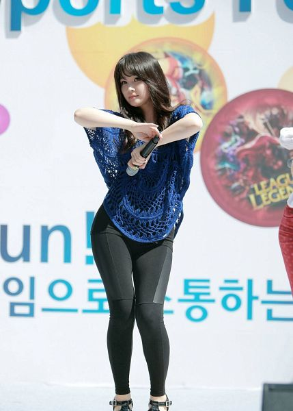 Tags: Spica, Park Narae, Pantyhose, Blue Shirt, Black Pants, Microphone, Live Performance