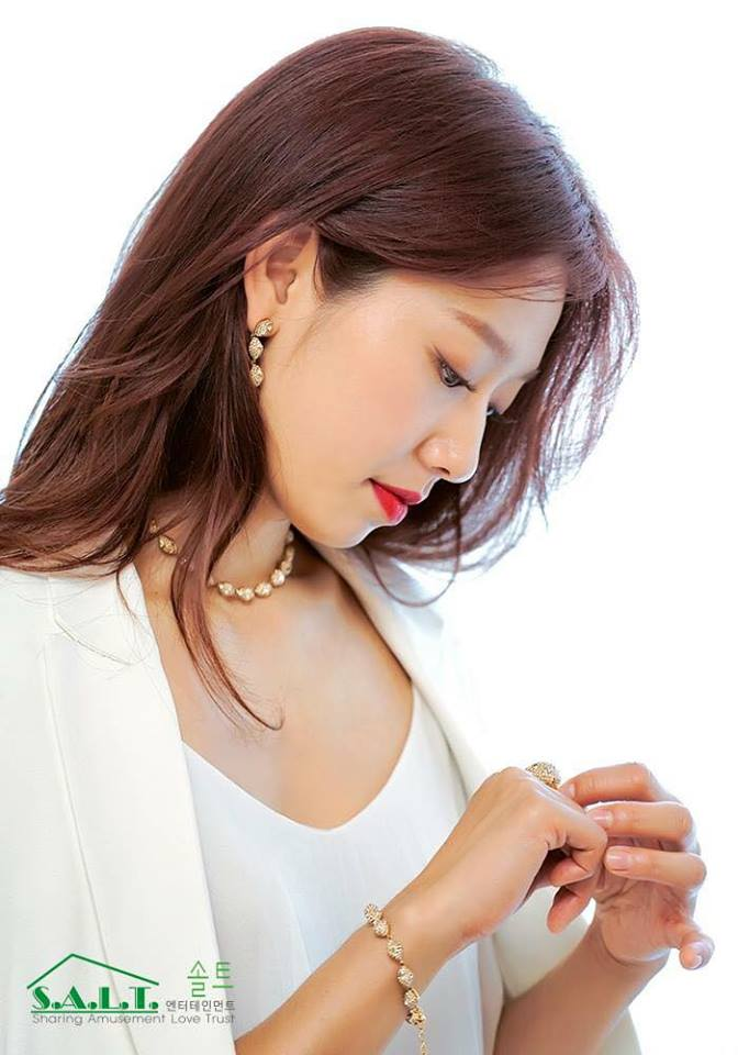 Tags: K-Drama, Park Shin-hye, Korean Text, Ring, Looking Down, Side View, Text: Brand Name, English Text, Necklace, Eyes Half Closed, Light Background, Bracelet