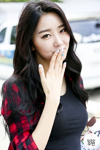 Tags: K-Pop, Dal Shabet, Park Subin, Covering Mouth, Checkered Shirt, Red Shirt, Checkered