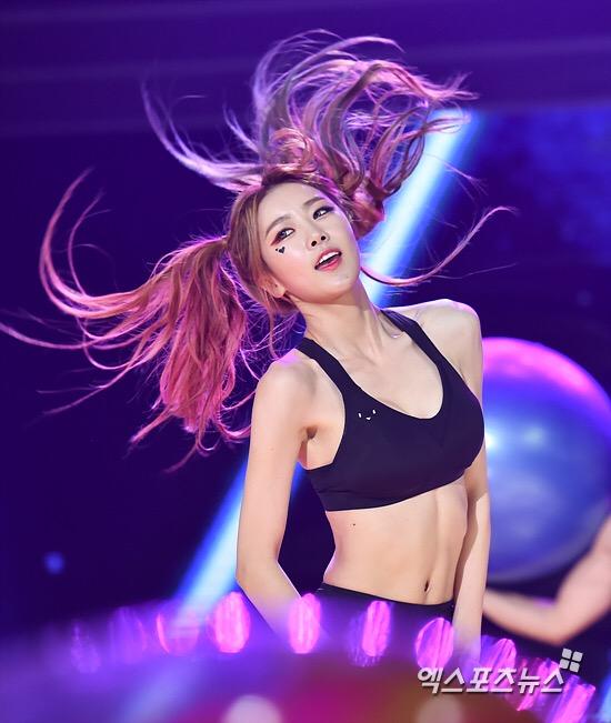 Tags: Happyface Entertainment, K-Pop, Dal Shabet, Park Subin, Looking Ahead, Bra, Messy Hair, Midriff, Navel, Shorts, Black Shorts, Twin Tails