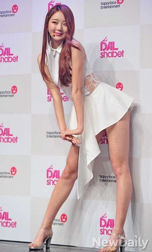 Tags: K-Pop, Dal Shabet, Park Subin, White Dress, Looking Away, White Outfit, High Heels, Light Background, White Background, Silver Footwear